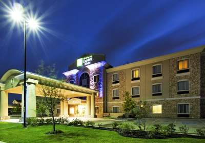 Aires Capital arranged a $4.7 million loan for a new-build Holiday Inn Express.
