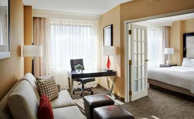 las vegas marriott completes 4 3m guestroom renovation hotel business. Black Bedroom Furniture Sets. Home Design Ideas