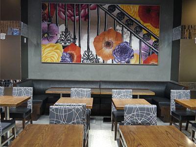 Cambria Suites Chelsea's dining area