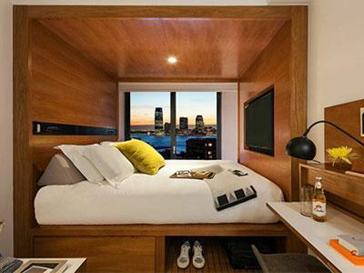 tommie Hudson Square guestroom