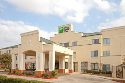 HMC is now managing the 91-room Holiday Inn Express Round Rock in Texas.