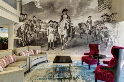 Embassy Suites Williamsburg's lobby