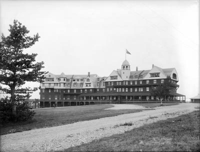 Guests and staff of The Algonquin Resort