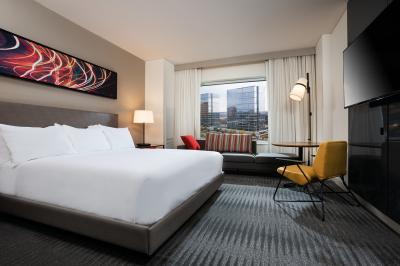 A guestroom at the Hyatt Regency Bloomington-Minneapolis