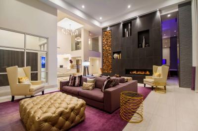 B Historic's lobby lounge