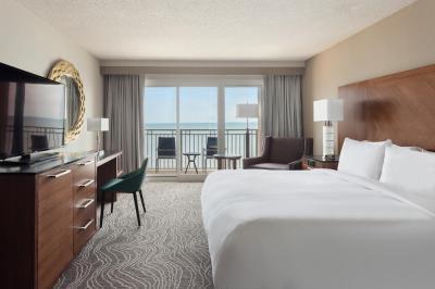 Guestroom at Myrtle Beach Marriott Resort & Spa at Grand Dunes