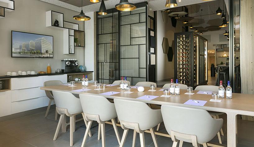 babette restaurant cafe store at hilton garden inn bordeaux centre - The Hilton Garden Inn